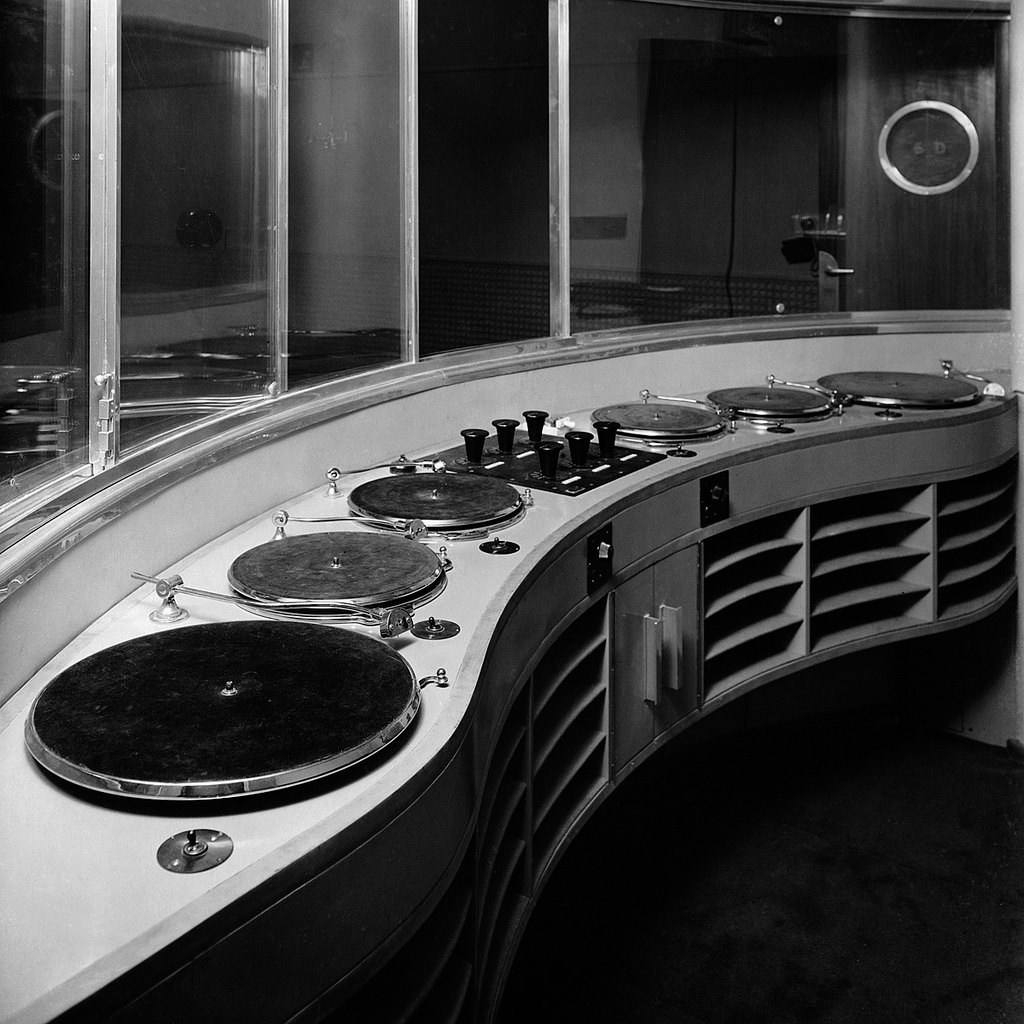 Interior of BBC Broadcasting House in 1932 Studio 6E