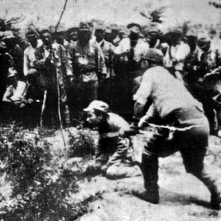 Japanese soldier beheads Chinese POW.
