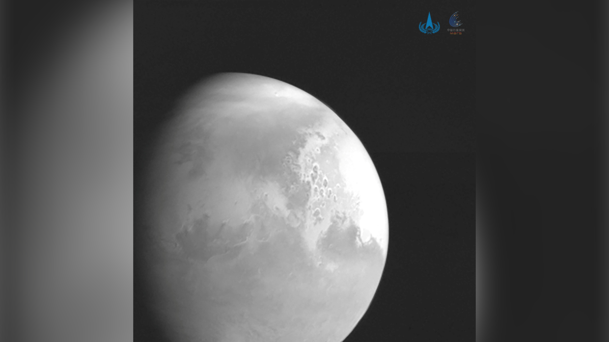 China's Tianwen-1 probe beams back 1st PHOTO of Mars during historic mission